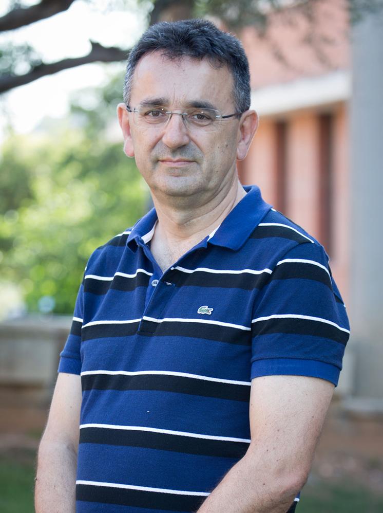 """<a href=""""http://www.uji.es/departaments/com/base/estructura/personal/?p_departamento=102&p_profesor=60045"""" target=""""_blank"""">CABEDO SEMPER, JOSÉ DAVID</a>"""